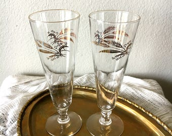 Vintage Gold-Rimmed Wheat Pilsner Glasses - Set of 2 / Mid-Century Modern Beer and Champagne Glassware / Retro Barware