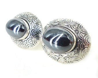 Vintage Swank set of hematite cabochon cufflinks. Modern western vibe with carved antiqued silver setting. Pristine condition