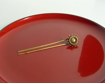 Vintage kanzashi - hair stick - Japanese vintage - brass with a hoax pearl - hairpin size - WhatsForPudding #2012