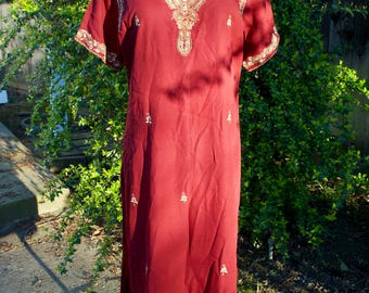 Vintage Kameez Indian Tunic Top in Red and Gold // Size Women's Medium