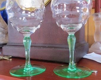 Crystal wine glasses - light green stem - Unique (set of 2)