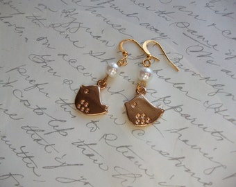 Gold bird earrings with pearl