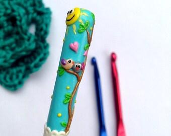 Polymer clay crochet hook, Original design crochet hook Love birds, Ergonomic hook Crochet supplies, Yarn bag essentials Fancy crochet hook