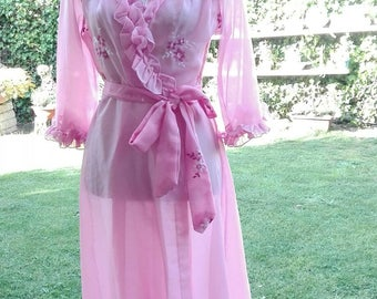 Shabby chic vintage dressing gown pink embroidery vintage wedding chic Mama chic ruffle sensual woman Dressing gown woman chic pink