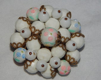 Vintage Cluster Bead Brooch, White Painted Flower Beads Pince Blue Green Flower Cluster Bead Brooch