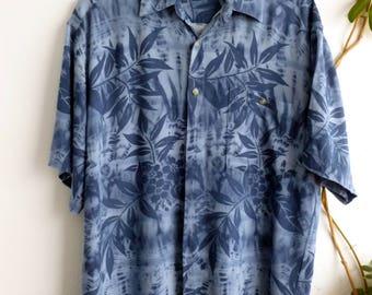 Blue hawaiian shirt, size L (small damage, reduced price)