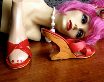 50s Red Cantilever Heels SIZE6 Boomerang