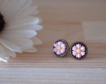 Daisy Studs Pink Flower Studs Daisy Earrings Hippie Chic Jewelry Daisy Stud Earrings Dainty Studs Daisy Posts Resin Flower Earring for Girls