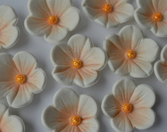 12 edible white and  peach blossom flowers. Edible sugar flower decorations. Flower cake toppers. Edible cupcake flowers.