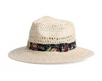 Fedora Raffia Hat , Wide brim fedora , Chic summer hat , Unisex straw hat with patterned band.