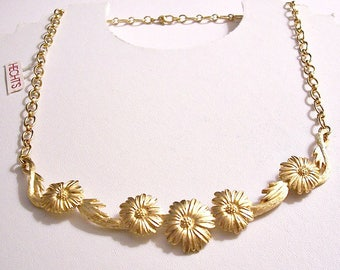 Monet Daisy Flower Pendant Necklace Choker Gold Tone Vintage 1970s Cable Link Chain Brushed Lined Accent Leaves Lobster Claw Clasp