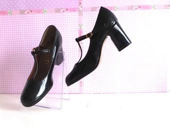 Patent leather pumps-Vintage 1970s-Jolies escarpins français-Escarpins en cuir vernis noir-French vintage shoes-Paris boutique chic