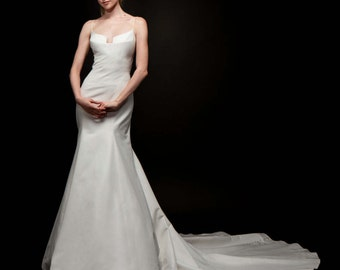 Wedding Dress Bridal Gown Form Fitting Low Front Crystal Beading Vintage