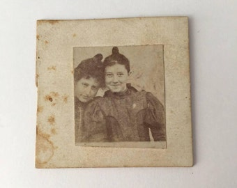 Smiling Victorian girls photo, antique smiling girls, Victorian friends photo, Victorian girl portrait, Victorian teenagers, antique girls