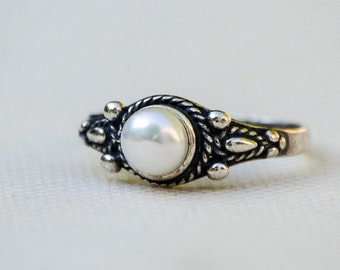 Pearl Ring, Silver Pearl Ring, Pearl Silver Ring, Sterling Silver Ring, Pearl Jewelry, Small Pearl Ring, White Pearl, Freshwater Pearl