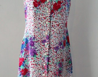Vintage dress / 70s with a beautiful floral pattern