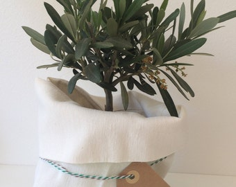 100% cotton cloth bag with flap, ivory, ideal for wedding favors or first communions, customizable.