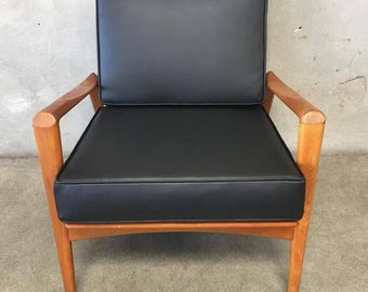 Danish Modern Chair (3CNJBT)
