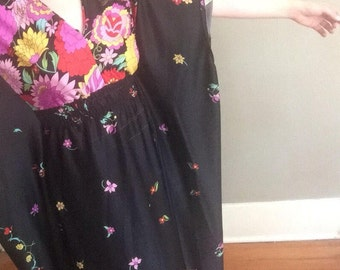 Floral Maxi   70s vintage polyester lounge wear batwing sleeve psychedelic floral print womens dress ONE SIZE osfm large L medium M elastic