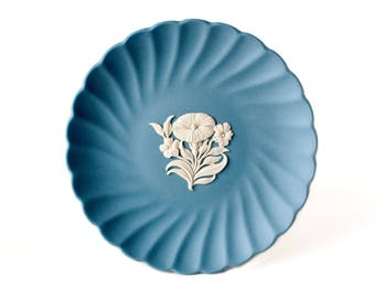 Wedgwood Blue Jasperware Tray, Wedgwood Floral Edition White Bas Relief Carnation Bouquet Blue Jasper Spiral Plate / Blue Jasperware Tray