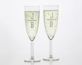 Set of 2 Stemmed Champagne Glasses With Monogram