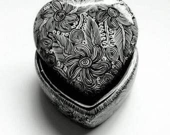 CERAMIC HEART with LID, (2HX3WX3L inches) home decoration, jewelry box, gift. Folk art,mexican art, Hand painted by jhf
