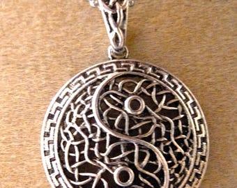 ying yang Celtic pendant