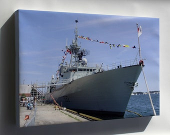 Canvas 16x24; Hmcs Ville De Quebec Ffh 332 In Toronto