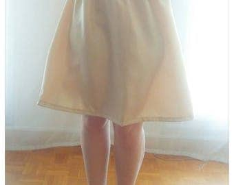 Independent (associated with the tulle skirt) under-petticoat