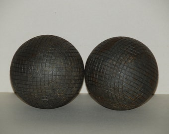 2 vintage French Boules Lyonnaises . These are the bigger version of pétanque. Boules are in heavy metal. Playing quality.