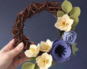 Spring mid-size wreath with daffodils