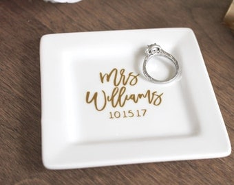 Personalized Engagement Ring Dish - Custom Mrs Ring Dish - Name and Wedding Date Ring Dish - Personalized Ring Holder - Wedding Gift