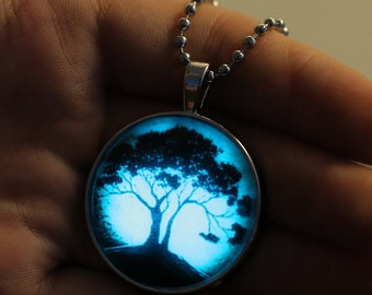 Haunted Tree Glow In The Dark Glass Charm Silver Plated Necklace 23 Inches