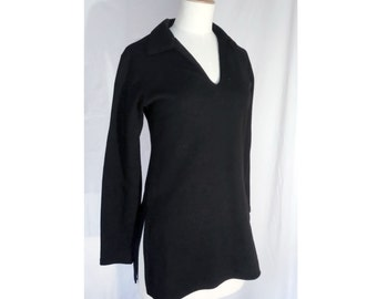 Black minimalist knit high neck shirt