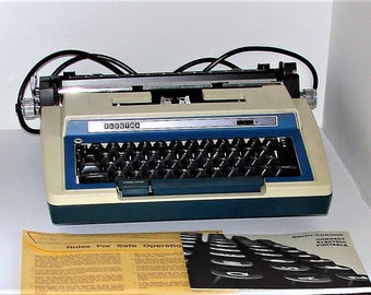 MINT 60s Typewriter Smith Corona Two Tone Electra CT Correction Typewriter With Case You Will Not Find A Better Machine