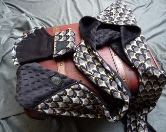 Penguins pattern hooded scarf and mittens set