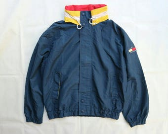 Vintage Tommy Hilfiger Spell out color, hidden hoodie in the collar. Sz L in a good condition. Spring/summer