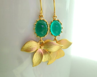 Starlight Bridal. Emerald Orchids Earrings. Wedding Jewelry. Bridal Earrings. Gold Plated Stone Earrings. Green Earrings with Orchids.
