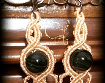 macramè earrings with semiprecious gem