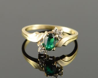 10k Green & White Glass Ring Gold