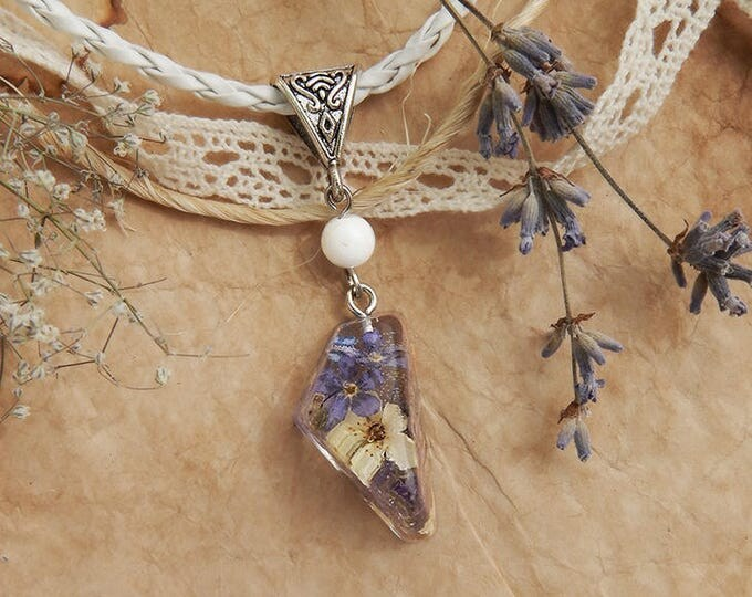 Epoxy resin pendant with forget-me-not and spirea, natural dry flower jewelry, fairy necklace, floral style pendant, transparent jewelery