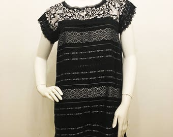 BLACK & WHiTE MEXICAN DRESS,made in Oaxaca, Boho dress, Beach Dress, hand embroidered Dress, Telar de Oaxaca