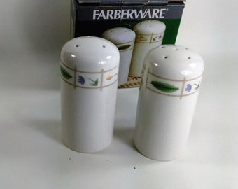 Farberware Ivory Ceramic Salt and Pepper Shakers with a Leaf, Shoval and Flower Mofit Band Around The Top/New/Made in China