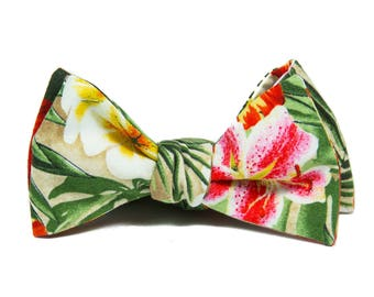 Tropical floral bowtie, Hawaiian bow tie, Tropical wedding bow tie, Mens orange red green beige self-tie bow tie, grooms bowtie
