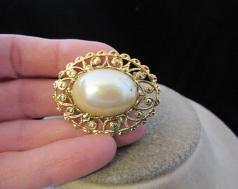 Vintage Goldtone Faux Pearl Pin