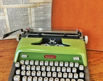 Vintage Typewriter, Green Royal Futura 800, Manual Working Portable Typewriter, Housewarming Gift, Vintage Typewriters, Office Decor