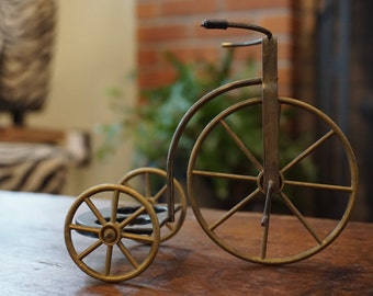Tricycle Salt and Pepper Shaker Holder / GAY Nineties Tricycle Salt and Pepper Caddy/ Miniature Tricycle/ Metal