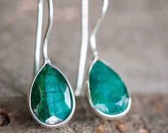 Emerald Earrings, Natural Emerald Earrings,Genuine Emerald Earrings,Raw Emerald Earrings,Green earring,Emerald,Jade earring,Everyday Earring