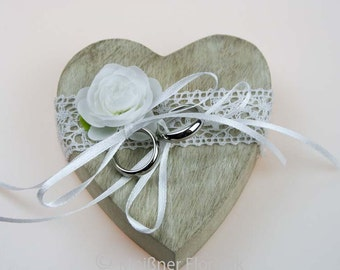 Wooden heart ring pillow cream vintage small 2