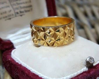 Vintage solid silver wedding band, gold plated, diamond cut, 3d, size m / n